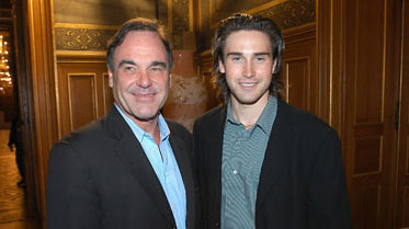 Oliver-Stone and Sean-Stone-beraber
