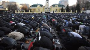 Russian Muslims pray outside the central mosque of Moscow