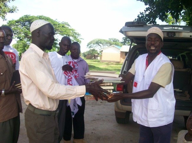 Imam kasozi while distributing Qurans and Islamic books to Northn Uganda.