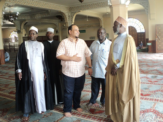 (R-L) H.E the Mufti of Uganda Shk. Mubaje, The UMSC spokesperson Haji Nsereko Mutumba, Dr. Shatir, Sec. for Rel. Affairs Shk. M
